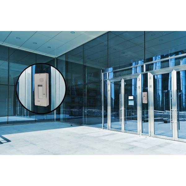 Intercomunicador en la entrada de un edificio
